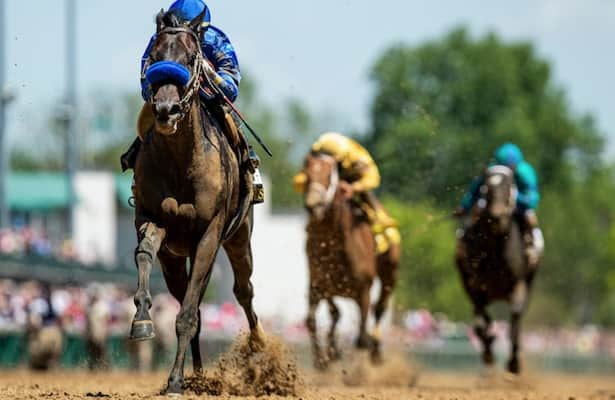 Maxfield breezes in company from gate ahead of Whitney
