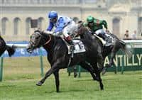 Reliable Man (no. 13) wins the 175th running of the Group 1 Prix du Jockey Club with Gerald Mosse at Chantilly Racecourse